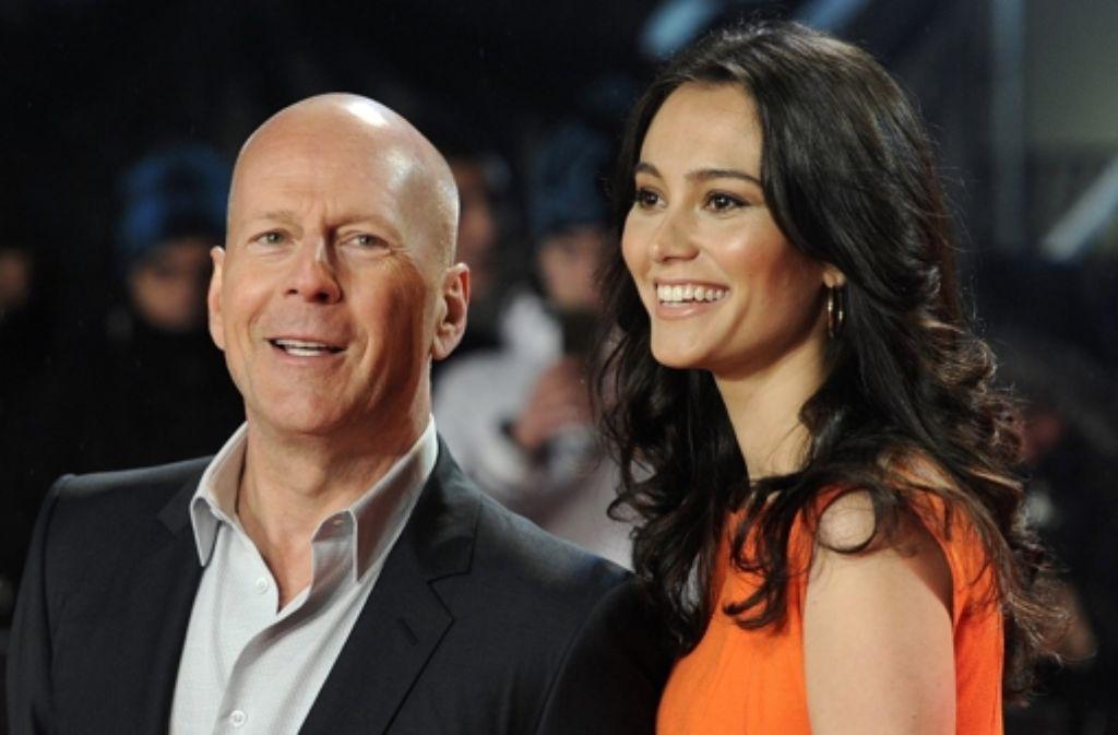 Bruce Willis (57) mit seiner zweiten Frau Emma Foto: dpa