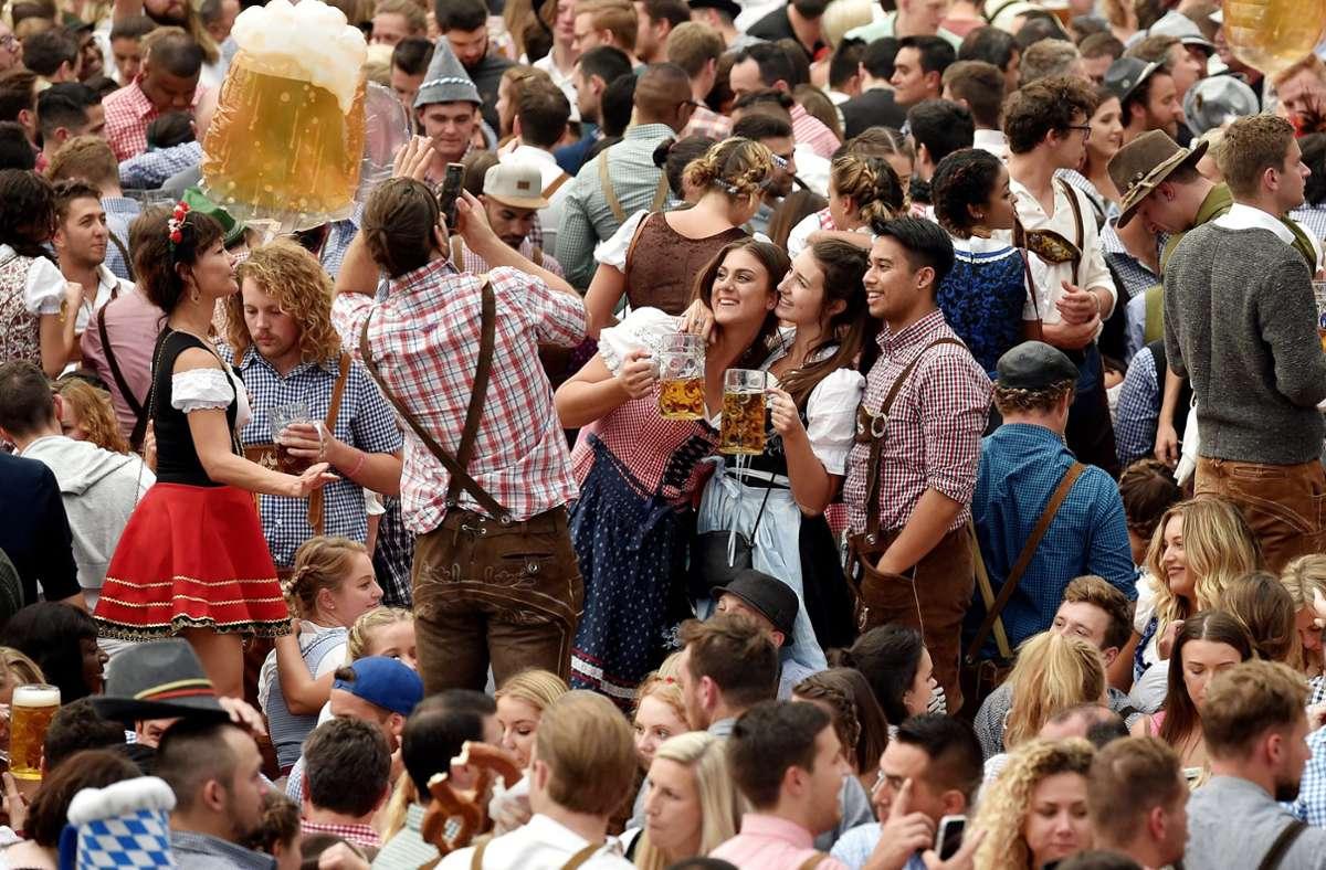 Auch in diesem Jahr stehen die Chancen nicht allzu hoch, dass das Oktoberfest stattfinden kann. Foto: dpa/Angelika Warmuth