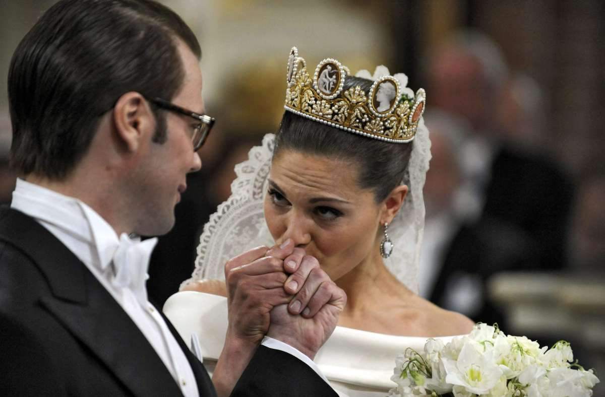 Innig verliebt: Am 19. Juni 2010 heiratete Kronprinzessin Victoria von Schweden den Fitnesstrainer Daniel Westling. Foto: dpa/Janerik Henriksson