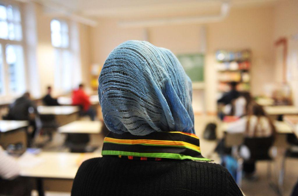 Stört das Kopftuch beim Lernen? Nein, wenn es nach einer Konstanzer Studie geht. Foto: dpa