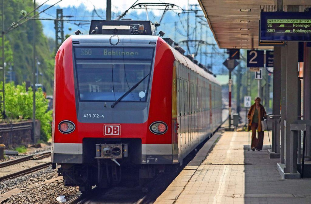 In Renningen wird die S-Bahn nach wie vor geteilt: Die S60 fährt nach Böblingen, die S6 in Richtung  Weil der Stadt. Foto: factum/Granville
