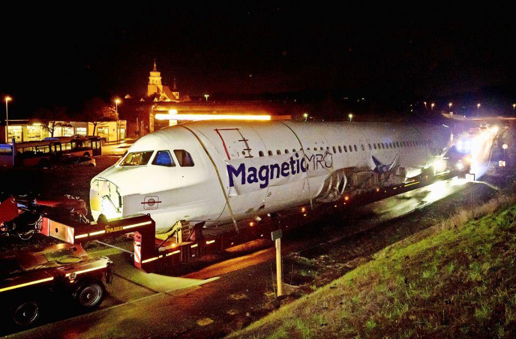 Gegen Mitternacht fuhr der Flieger über die Weil der Städter Südumfahrung. Foto: factum/Weise
