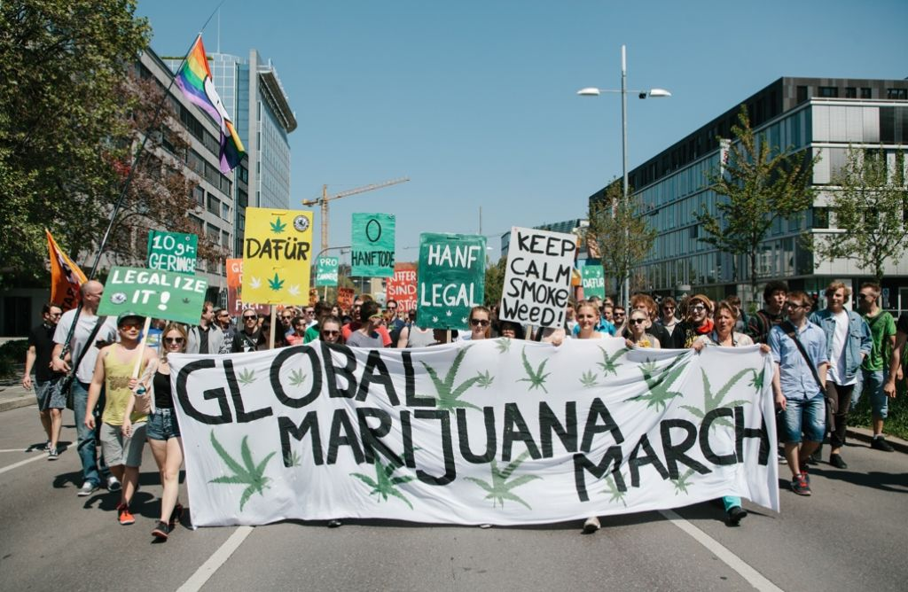 Auch in Stuttgart demonstrierten Menschen für die Legalisierung von Cannabis. Foto: Lichtgut/Verena Ecker