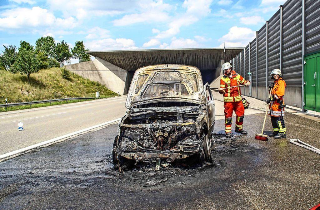 Wenn's beim Engelbergtunnel brennt – so wie hier im Juli 2017 – arbeiten verschiedene Feuerwehren zusammen. Foto: SDMG/Dettenmeyer