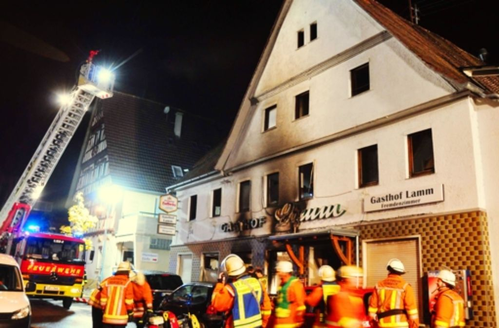 Das Erdgeschoss der Gaststätte brannte komplett aus. Foto: dpa