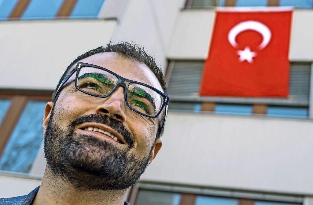 Im Wahllokal des türkischen Konsulats in Zuffenhausen stimmt Yavuz Aslan beim Referenderum mit Nein. Foto: Lichtgut/Kovalenko