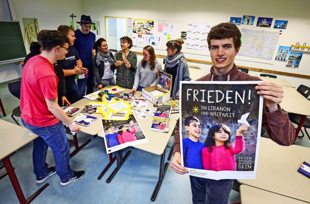 Das Sternsinger-Team bereitet einen Workshop vor. Foto: factum/Simon Granville