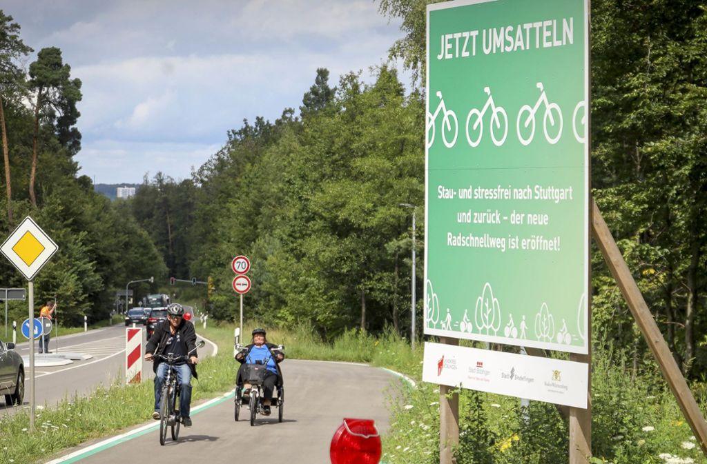 Jetzt umsatteln: An der Panzerstraße bei  Böblingen wird Werbung für Foto: factum
