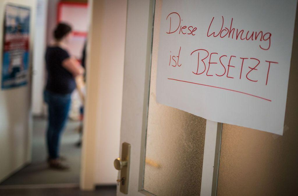 Die Nachbarn der Besetzer sollen nun aus dem Haus in Heslach ausziehen. Foto: Lichtgut/Christoph Schmidt