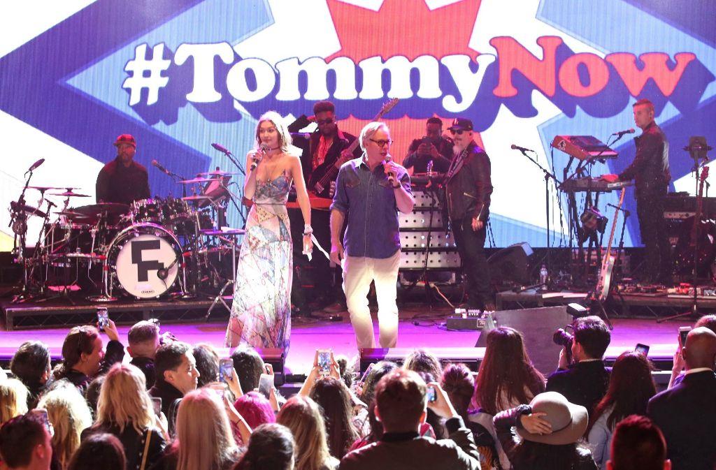 Der Designer Tommy Hilfiger (rechts) hat für seine aktuelle Kollektion auch mit Topmodel Gigi Hadid (links) kooperiert.Foto:AFP Foto: