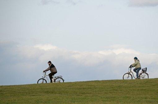 Fahrradtour an Weihnachten wie hier in der Nähe von Schwäbisch Gmünd: Die milden Temperaturen machten es möglich. Foto: dpa