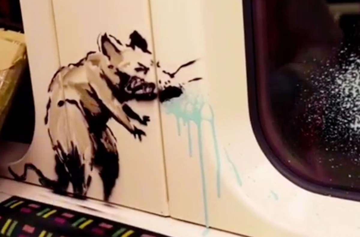 Eines der Ratten-Bilder, die Banksy in der Londoner Tube hinterlassen hat Foto: Banksy/Instagram