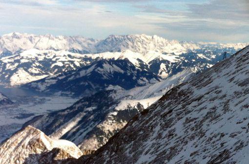Bergsteiger aus Kreis Esslingen unter Felsbrocken eingeklemmt