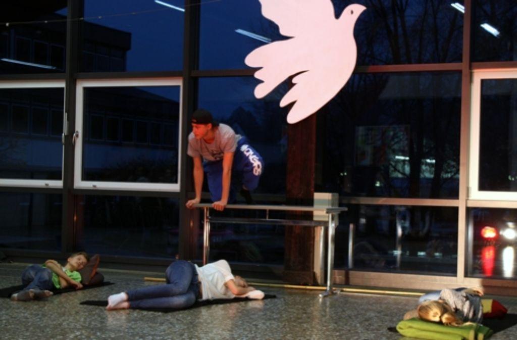 Bei den Proben  müssen die Schauspieler Fantasie mitbringen. Foto: Eva Herschmann