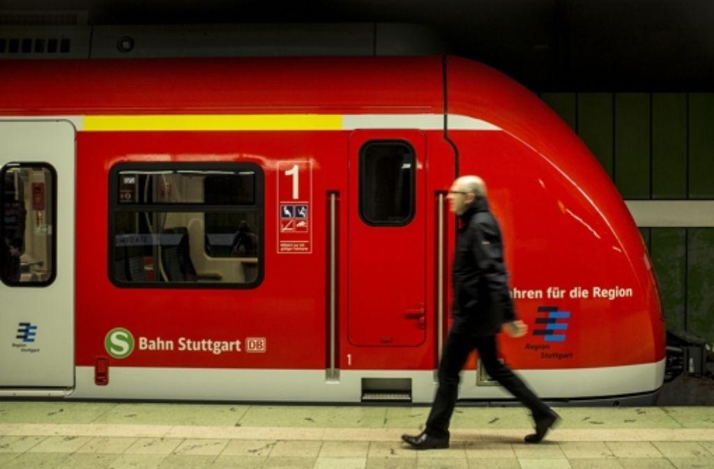 Die S-Bahn-Linie 1 fährt am Samstag nur im Halbstundentakt. Foto: Lichtgut/Leif Piechowski