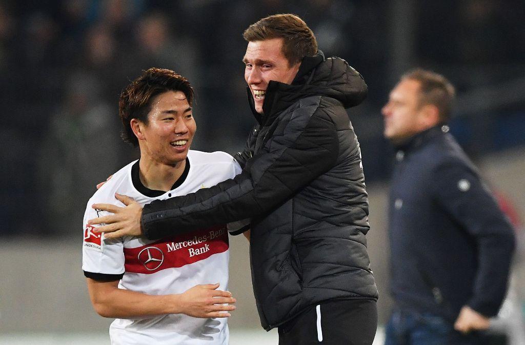 Doppelte Freude: Takuma Asano (li.) hat in Hannover das Vertrauen von VfB-Trainer Hannes Wolf gerechtfertigt. Foto: Getty
