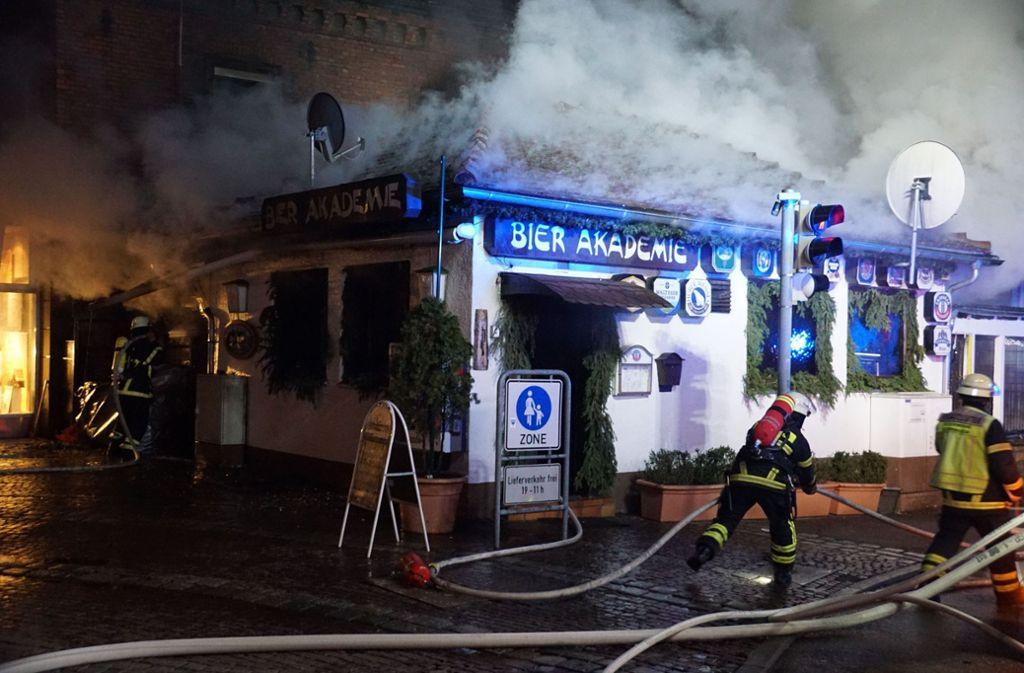 Nach einem Brand in Göppingen beläuft sich der Schaden auf 300 000 Euro. Foto: SDMG