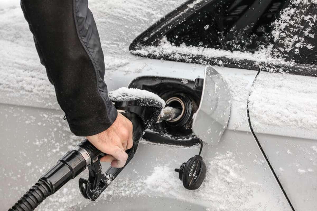 Bei Minusgraden: Winterdiesel. Foto: Lubo Ivanko / shutterstock.com