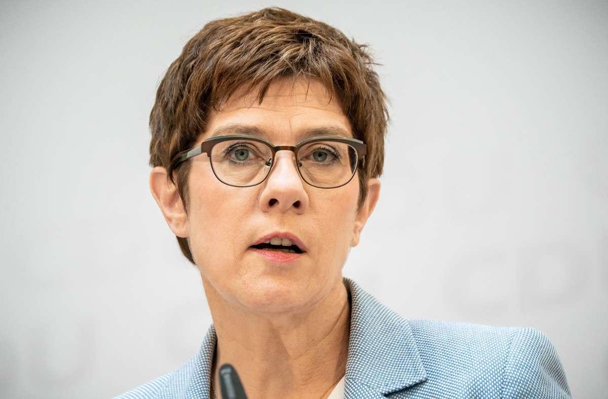 Man würde innerhalb der CDU hart an der Frauenförderung arbeiten, sagte die Parteivorsitzende dem Fernsehsender Phoenix am Freitag. (Archivbild) Foto: dpa/Michael Kappeler
