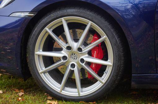 Ehepaar liefert sich mit zwei Porsche illegales Autorennen