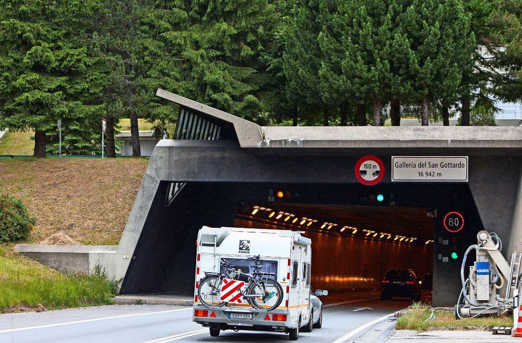 Bei der Fahrt durch den Gotthard-Tunnel gilt ein Tempolimit von 80 Stundenkilometern. Das hat ein  Ditzinger Autofahrer  ignoriert. Foto: Keystone