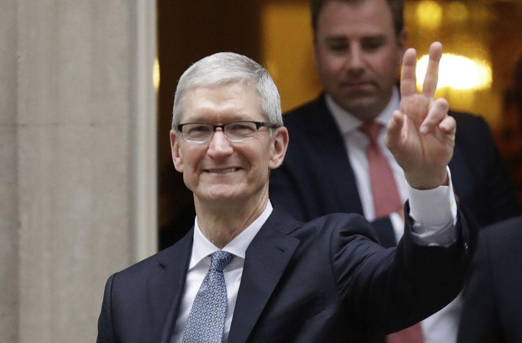 Apple-Chef Tim Cook kann sich über einen höheren Bonus freuen. (Archivbild) Foto: AP