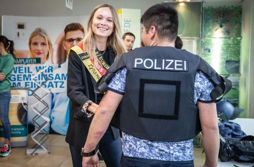 Miss Germany aus Stuttgart wirbt für den Polizeiberuf