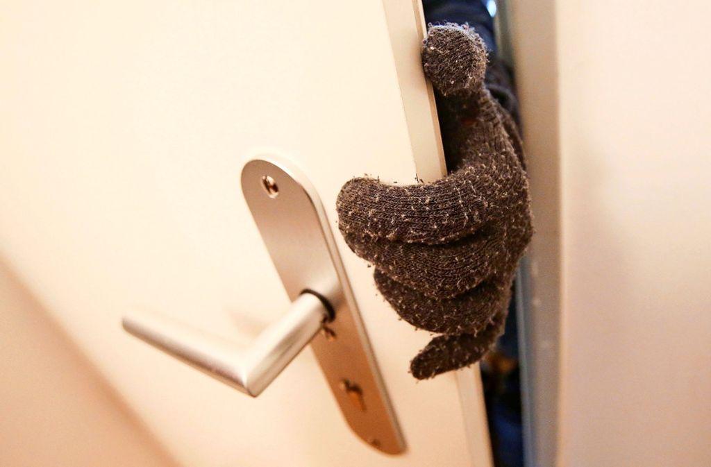 Wie man sich vor Einbrechern schützt, ist ein mögliches Thema Foto: dpa/Bodo Marks