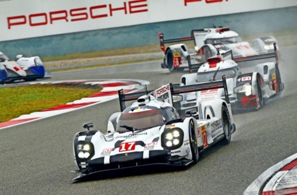 Der Porsche 919  mit der  Nummer 17 fährt am Samstag in Bahrain um die Fahrer-WM. Timo Bernhard, Mark Webber und Brendon Hartley haben zwölf Punkte Vorsprung. Foto: dpa