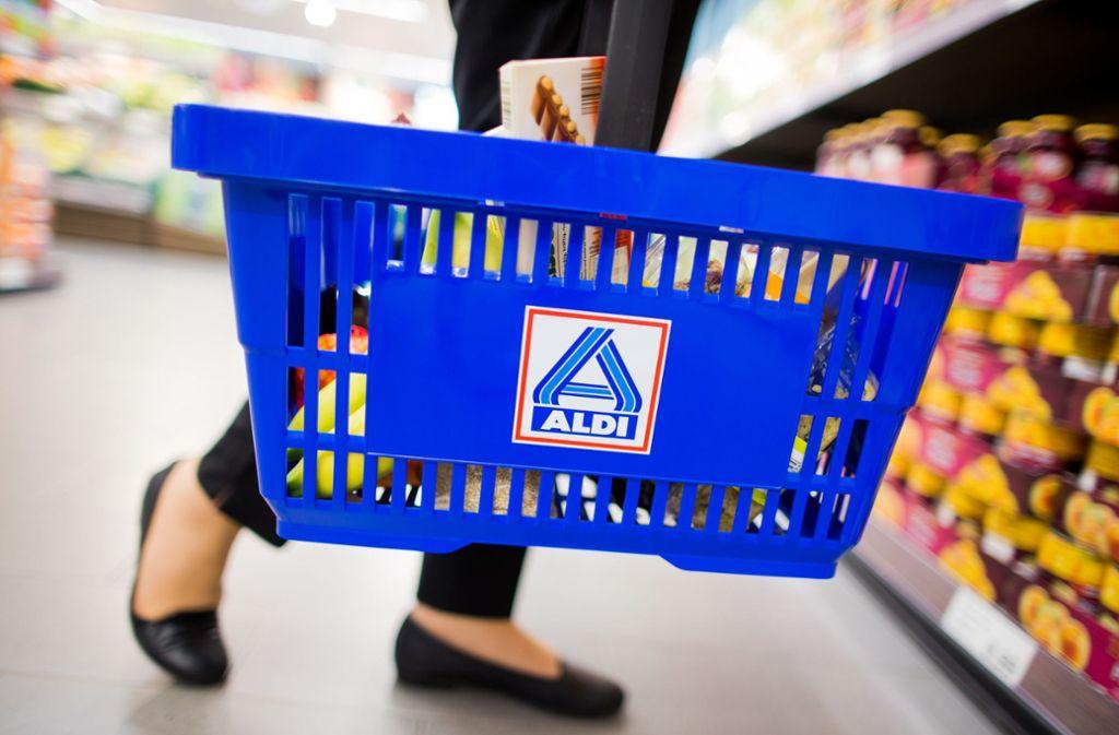 Die Jagd auf Sonderangebote in Supermärkten ist bei den Verbrauchern zurückgegangen. Foto: dpa