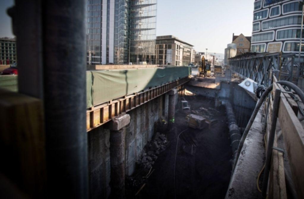 Eigentümer von Gebäuden, die von einem S-21-Tunnel unterfahren werden, erhalten von der Bahn auf jeden Fall eine Mindestentschädigung. Die folgende Bilderstrecke zeigt die Baustelle im Nordbahnhofviertel - und die Proteste vom Freitag. Foto: Achim Zweygarth