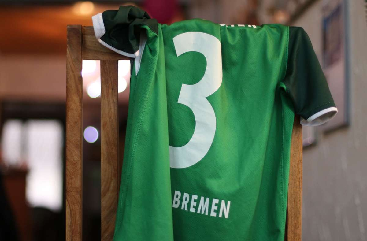 Muss das sein? Ein Trikot von Werder Bremen. Foto: Frank Rodenhausen