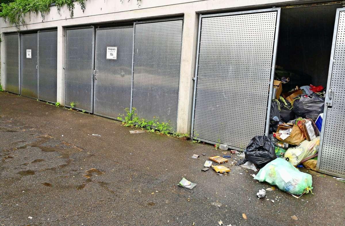 Die Müllentsorgung ist ein Problem, das offenbar einige wenige Bewohner der Unterkunft in Stuttgart-Birkach  verursachen. Foto: privat