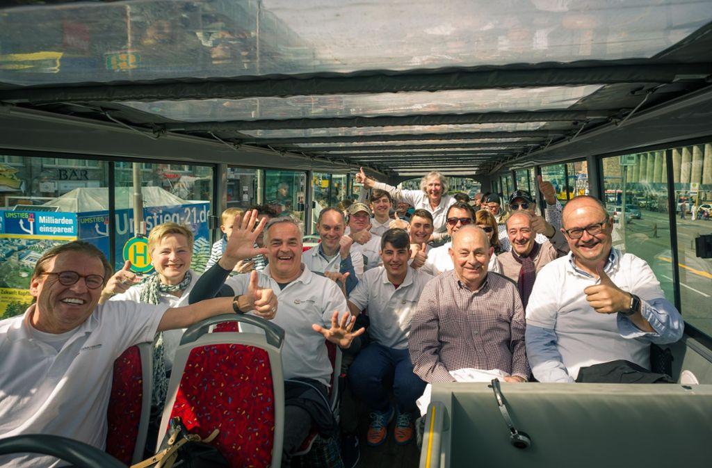 Die Gäste aus Spanien erkunden mit einem Touristenbus die Stadt. Foto: Lichtgut/Max Kovalenko