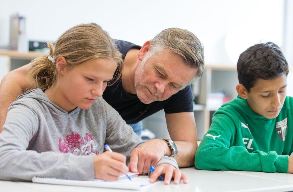 Lehrer sollen möglichst mehr Unterrichtstunden halten. Foto: dpa