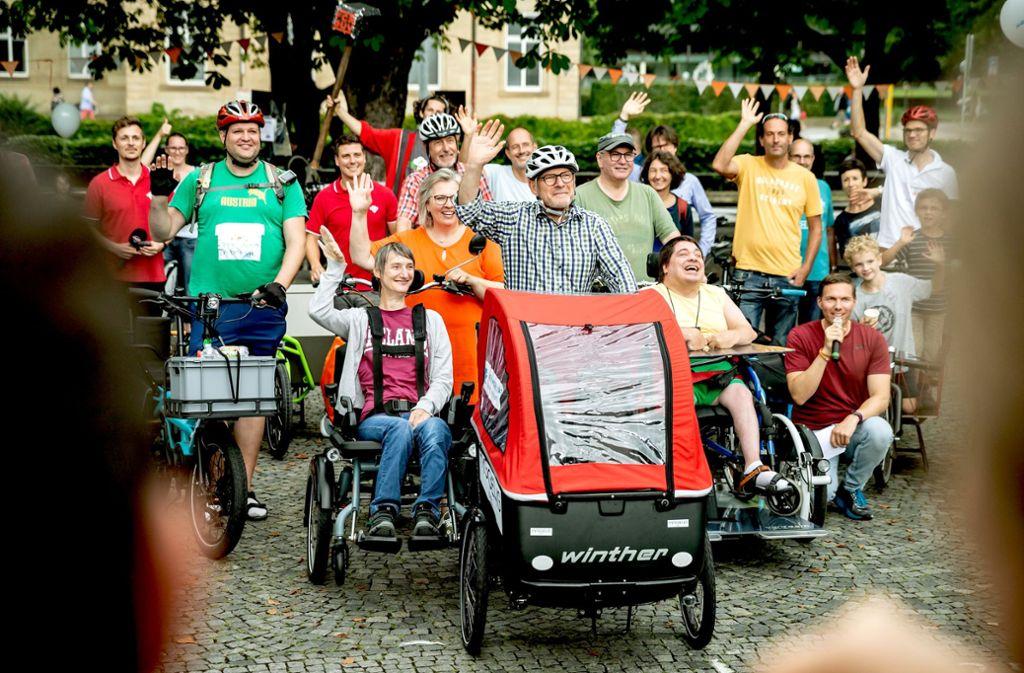 E-Lastenräder gefallen nicht nur Verkehrsminister Hermann (Mitte). Foto: Lg/Julian Rettig