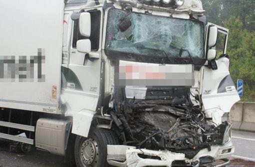 Autobahn nach schwerem Lkw-Unfall voll gesperrt
