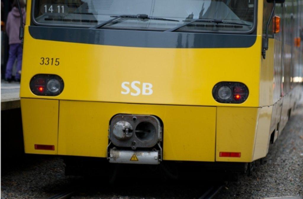 Eine 14-jähriges Mädchen ist am Montagmorgen von einem Mann in einer Stadtbahn in Stuttgart belästigt worden. (Symbolbild) Foto: dpa