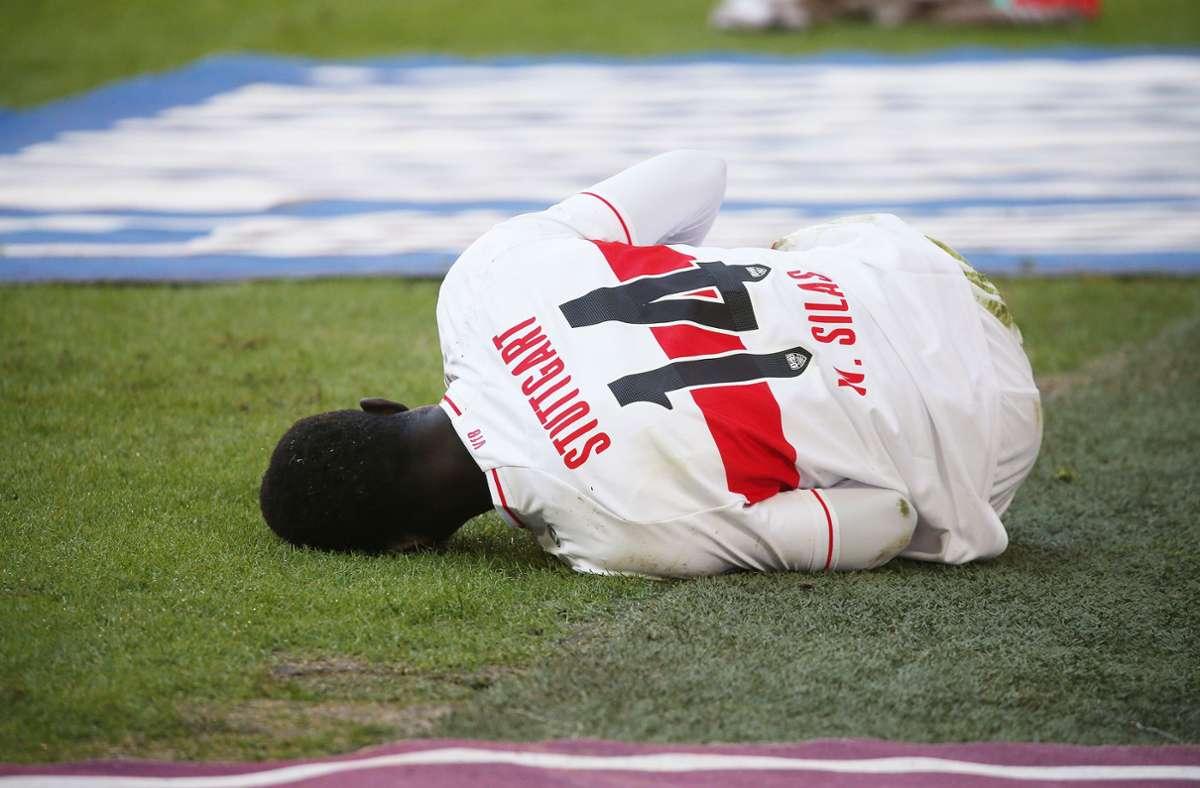 Nach seiner Verletzung in München ist Silas Wamangituka jetzt operiert. Dem VfB Stuttgart wird der 21-jährige Angreifer aber noch lange fehlen. Foto: Baumann