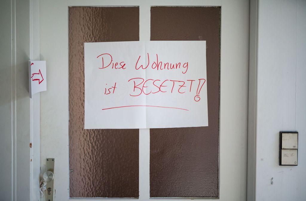 Die Besetzer zweier Wohnungen in Heslach stehen im April vor Gericht. Foto: Lg/Christoph Schmidt (Archiv)