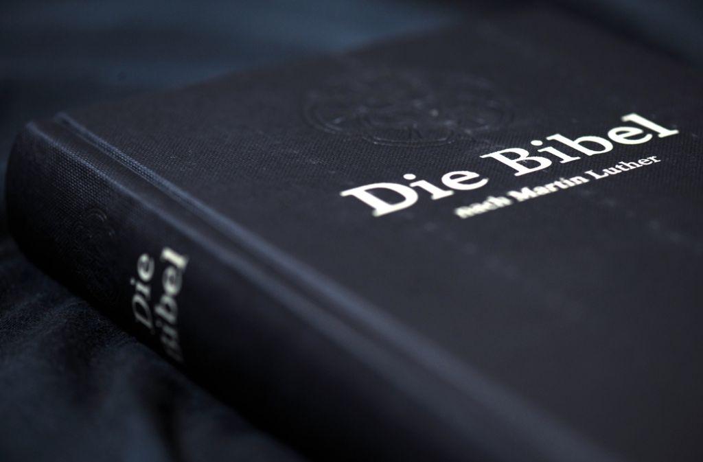Am 16. Juni beginnt in einer Druckerei im bayerischen Nördlingen die Produktion der neuen Lutherbibel. Foto: dpa