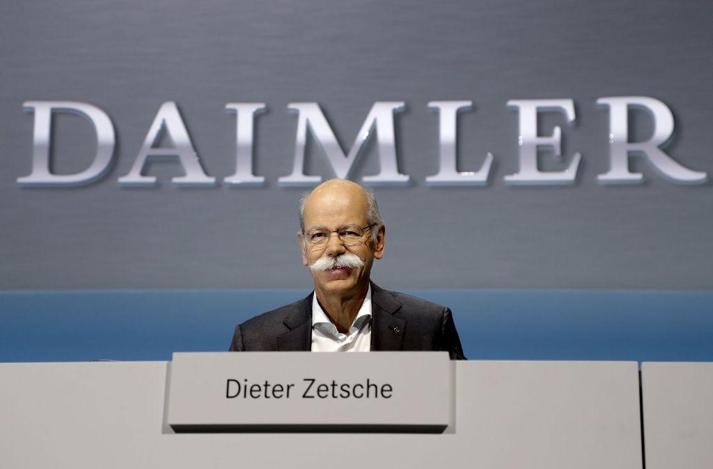 Daimler-Chef Dieter Zetsche muss auf etwa zwei Millionen Euro verzichten. Foto: AP