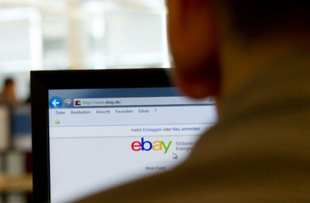 Vor zwanzig Jahren war Shoppen im Netz  Schreibtischarbeit. Heute ist das Internet allgegenwärtig – und dies hat  das Einkaufen revolutioniert. Foto: dpa