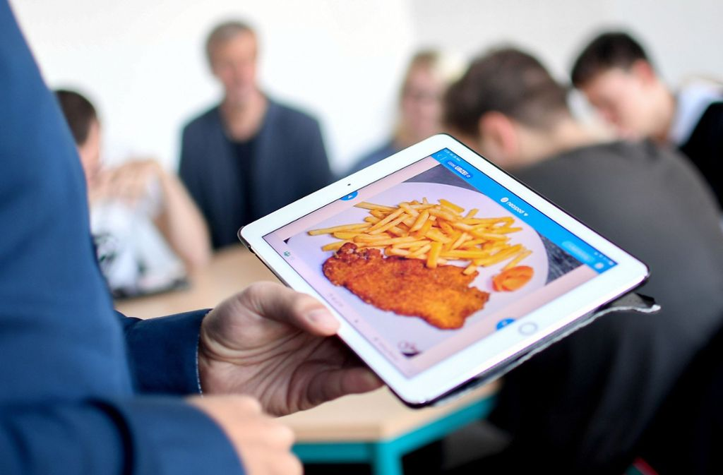 Mit dem Tablet ist es nicht getan, für die digitale Bildung braucht es Lehrer. Foto: dpa/Britta Pedersen