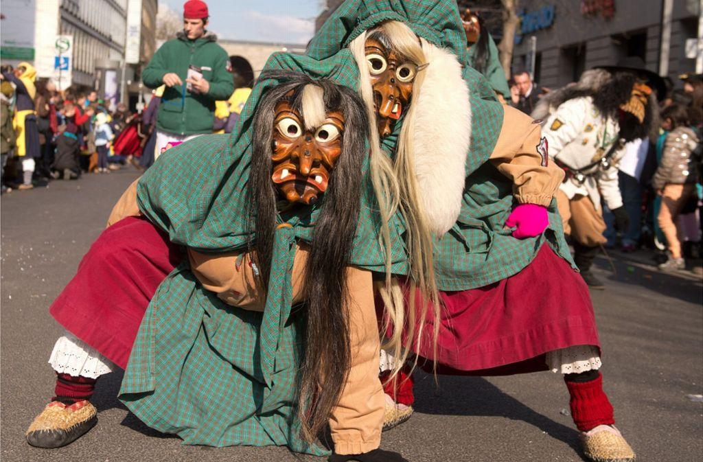 Häs heißt das traditionelle Gewand, das die Narren auf den Straßenumzügen tragen. Foto: dpa