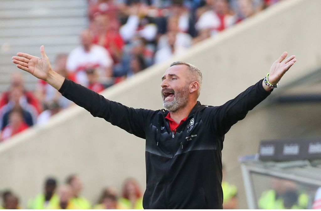 Trainer Tim Walter bleibt mit dem VfB Stuttgart unbesiegt, hadert aber    mit der Leistung seines Teams. Foto: Baumann