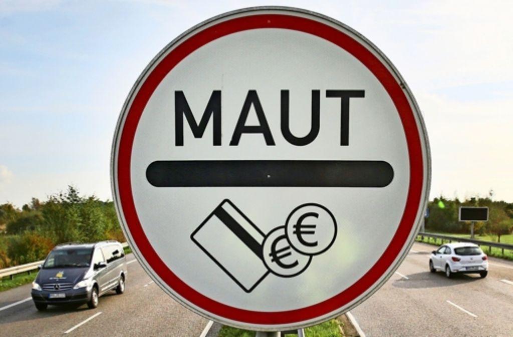 Die EU-Kommission hält die Pkw-Maut-Pläne von Verkehrsminister Alexander Dobrindt (CSU) für nicht vereinbar mit EU-Recht. Foto: dpa-Zentralbild