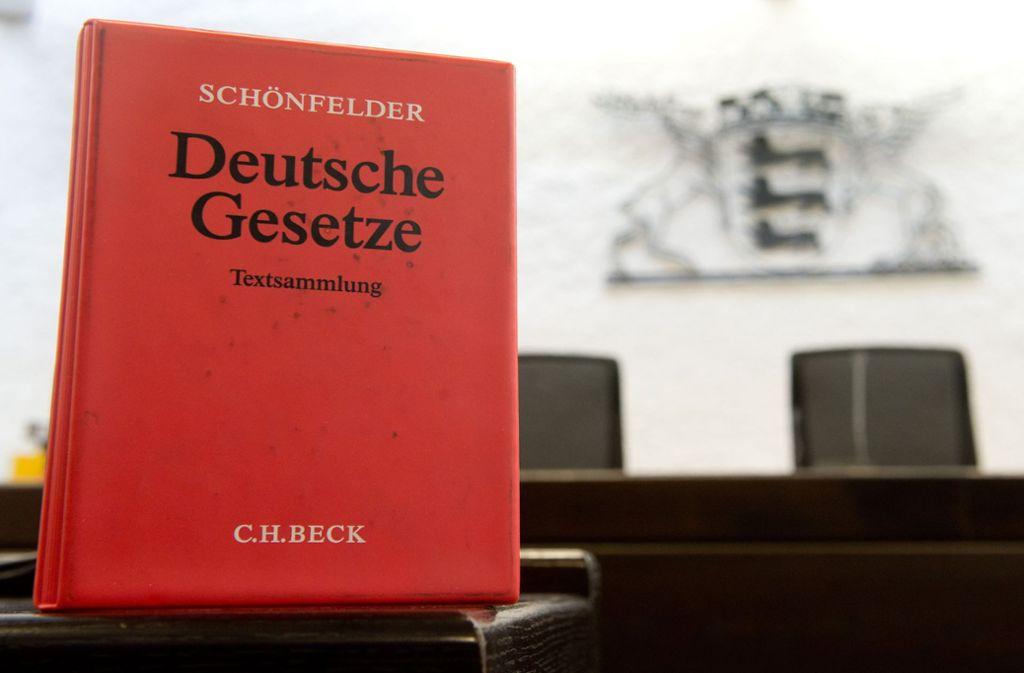 Die Angeklagte ist am Landgericht Stuttgart  des versuchten Totschlags für schuldig befunden worden, muss aber nicht ins Gefängnis. (Symbolbild) Foto: dpa/Sebastian Kahnert
