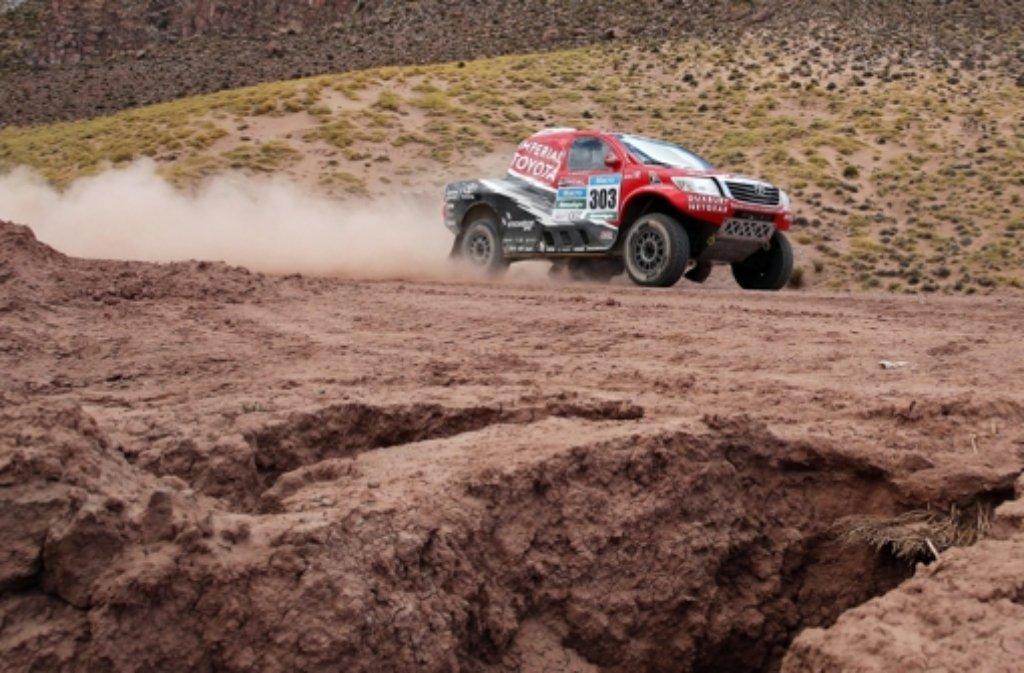 Auch die zehnte Etappe der Rallye Dakar war wenig erfolgreich für den Deutschen Co-Piloten Dirk von Zitzewitz und seinen Piloten Giniel de Villiers.  Foto: dpa