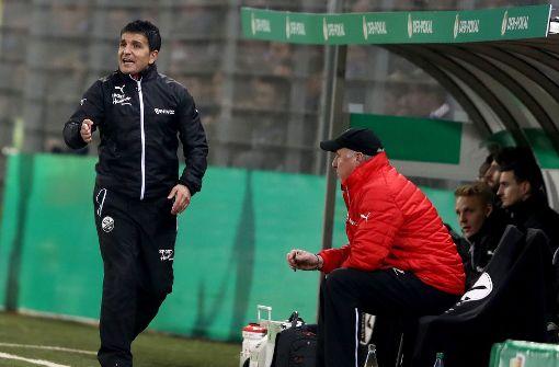 Ein VfB-Fan auf der Trainerbank